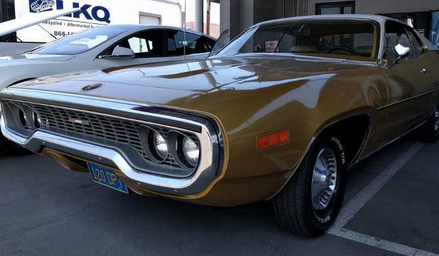 1971 Plymouth Satellite Sebring in Gold